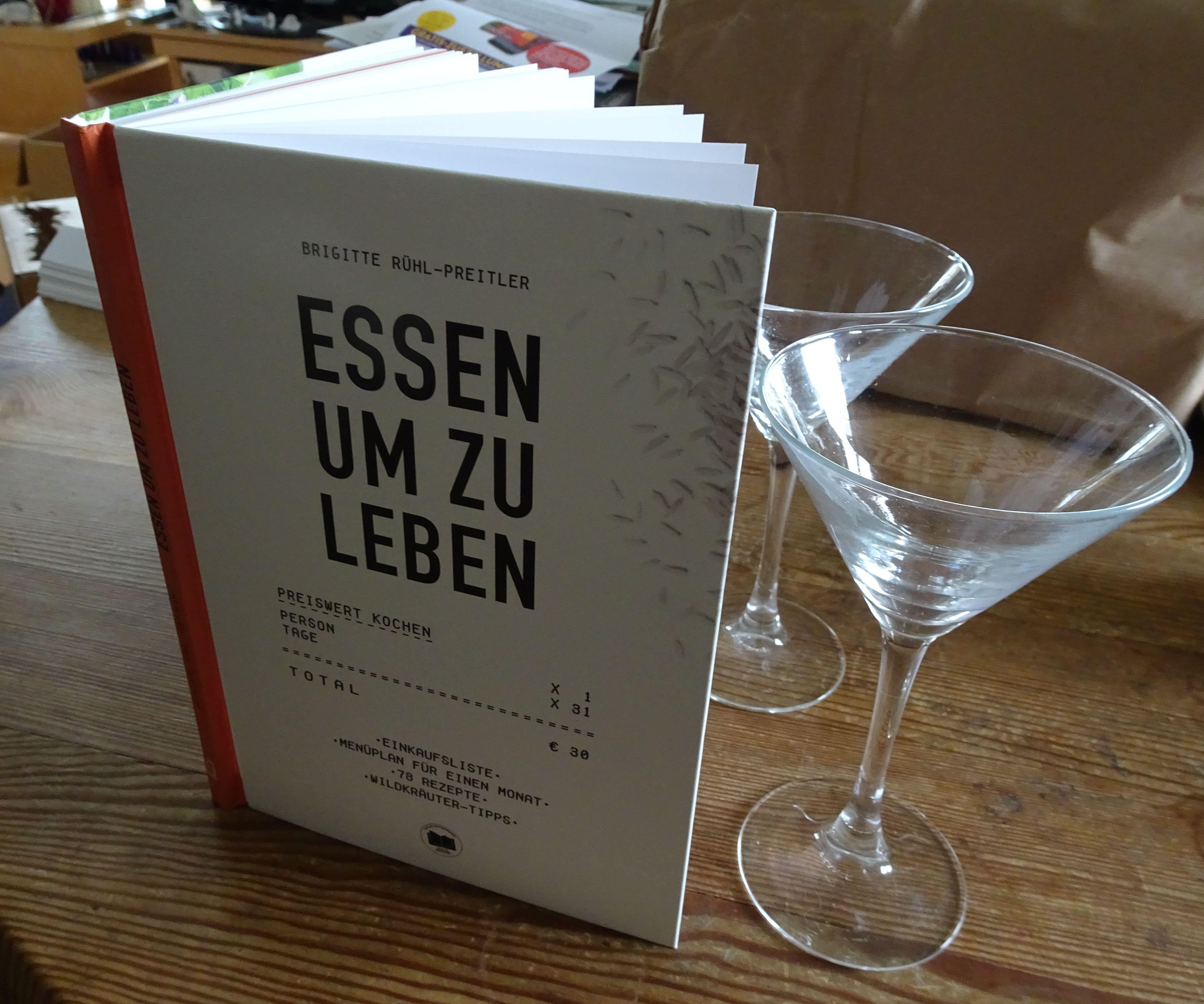Verantwortungsvoll und bewusst einkaufen und sich nachhaltige gesund und preiswert ernähren. Wie das möglich ist wird im Buch von Brigitte Rühl-Preitler beschrieben.
