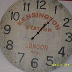 Das Ziffernblatt einer Uhr zeigt -5 nach 1